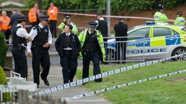 Le quartier de Woolwich dans le sud de Londres bouclé par la police à la suite du meurtre d'un soldat britannique