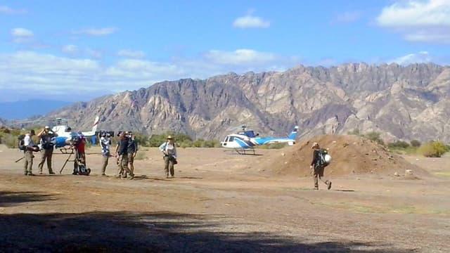 Les deux hélicoptères posés au sol, quelques minutes avant l'accident, lundi 9 mars.