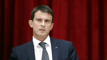 Manuel Valls demande aux députés PS de faire bloc derrière lui