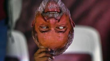Un masque représentant lancien président Lula