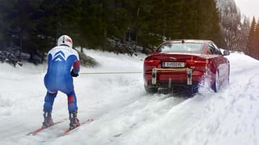 Jaguar a offert au skieur champion olympique Graham Bell une séance d'entrainement dans les Alpes derrière la XE.