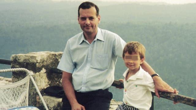 Le juge Borrel, avec son enfant, dans une photo non datée.