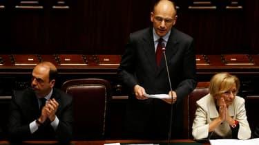 Lors de son discours de politique générale, le nouveau président du Conseil italien, Enrico Letta (au centre), ici dans la Chambre des députés, a fait une concession à l'aile droite de son gouvernement de coalition en annonçant lundi la suspension de la t