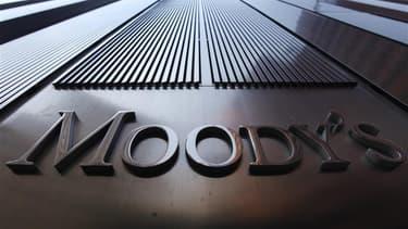 """Moody's a fait savoir lundi soir qu'elle risquait de réduire les notes Aaa de la France, de la Grande-Bretagne et de l'Autriche, en raison d'""""un certain nombre de pressions particulières sur le crédit qui exacerberaient la sensibilité des bilans de ces so"""