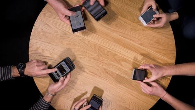 Selon plusieurs chercheurs, les smartphones vont, à l'avenir, permettre de nouer un lien continu entre les patients et leurs médecins. (image d'illustration)