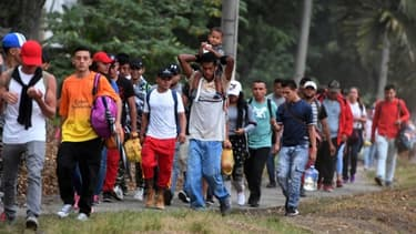 Des migrants honduriens San Pedro Sula, à 300 km au nord de Tegucigalpa, pour se rendre à la frontière avec le Guatemala le 10 avril 2019