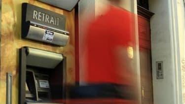 """Les députés français ont achevé jeudi, après l'avoir quelque peu """"durci"""", l'examen du projet de loi bancaire qui obligera les établissements financiers à loger, d'ici à 2015, leurs activités les plus spéculatives dans des filiales financées de façon auton"""