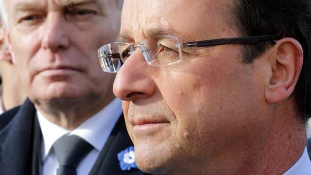 L'impopularité de François Hollande et de son Premier ministre est avant tout liée à la hausse des impôts, selon un sondage Viavoice pour Libération. /Photo prise le 11 novembre 2012/REUTERS/Philippe Wojazer