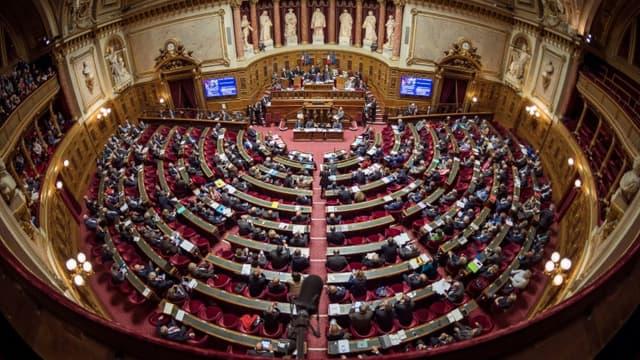 Le Sénat dominé par l'opposition de droite a adopté lundi le projet de loi organisant la sortie de l'état d'urgence sanitaire après le 10 juillet