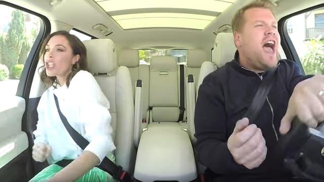 "Victoria Beckham et James Corden dans le ""Carpool Karaoke""."