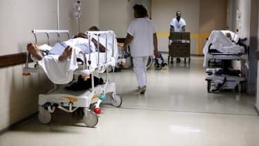 Le couloir du service des urgences du CHU de Fort-de-France en Martinique (Photo d'illustration).