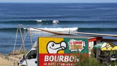 L'île de la Réunion, réputé pour ses spots de surf, perd son attractivité à cause des attaques de requins.