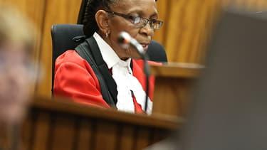Contre toute attente, la juge Thokozile Masipa a été remerciée par la famille d'Oscar Pistorius après le verdict plutôt clément qu'elle a rendu vendredi sur l'affaire qui tient en haleine l'Afrique-du-Sud.