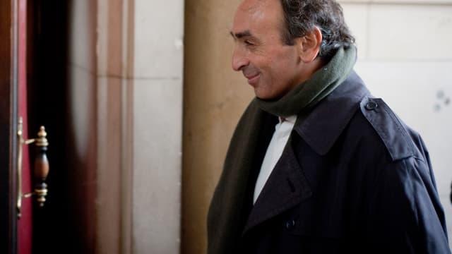 Le journaliste Eric Zemmour, le 14 janvier 2011, lors de son arrivée au tribunal de Paris où il comparaissait pour provocation à la haine raciale.