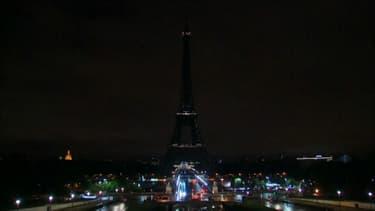 La Tour Eiffel éteinte.