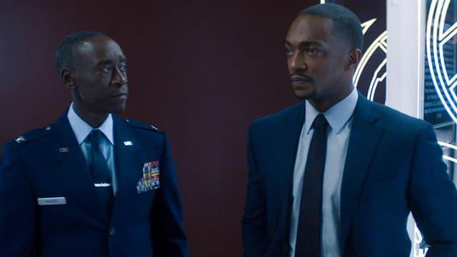 """Don Cheadle et Anthony Mackie dans """"Falcon et le Soldat de l'Hiver"""""""