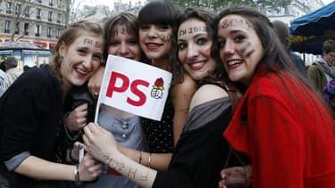 De jeunes partisans de François Hollande célèbrent sa victoire en 2012 (illustration)