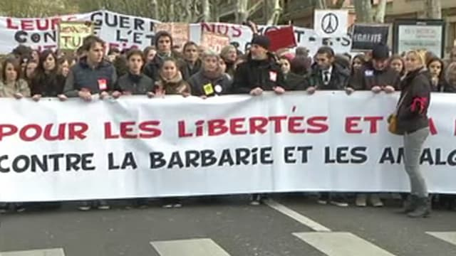 """La marche """"contre la barbarie"""" rassemble ce samedi à Toulouse plus de 12.000 personnes selon les forces de l'ordre."""