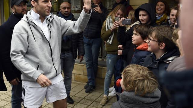 Le chef de l'Etat a salué la foule lors d'un footing au Touquet dimanche 1er avril.