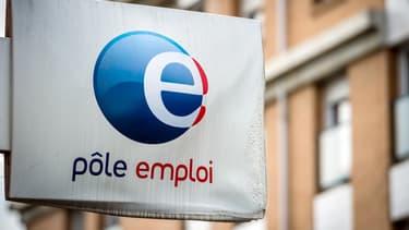 """""""Les gens vous disent que (...) le taux de chômage structurel en  France est de 9%, c'est ça le scandale"""", a déclaré mardi Emmanuel Macron."""
