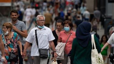 Des passants dans les rues de Nantes le 17 juin 2021