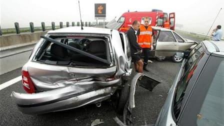Le nombre de morts dans les accidents de la route en France a baissé de 18,6% en juin par rapport au même mois de 2009, à 328 contre 403, annonce le gouvernement. /Photo d'archives/REUTERS/Pascal Rossignol