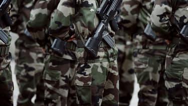 """""""Un effort de la nation pour les armées""""."""