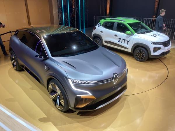 A gauche la future Mégane e-Vision et à droite, la Dacia Spring.