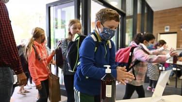 Un enfant portant un masque début septembre, dans une école strasbourgeoise
