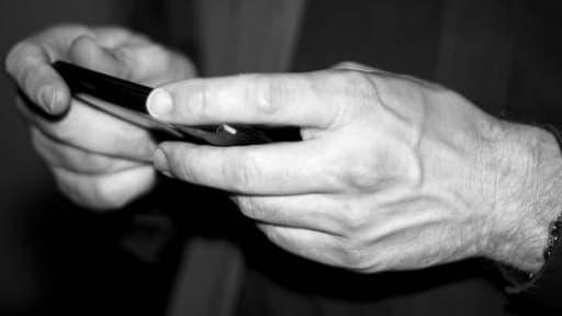 Cette application permet d'échanger des messages confidentiels en étant sûr qu'ils ne seront pas conservés.