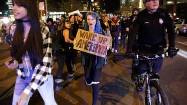 Chaque jour, des milliers d'Américains descendent dans la rue pour protester contre l'élection de Donald Trump.