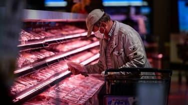 La loi Egalim, censée mieux répartir la valeur des produits alimentaires entre producteurs et distributeurs, n'a finalement pas eu les effets escomptés.