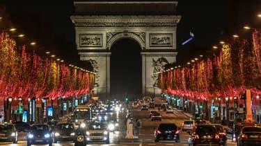 Les illuminations de Noël sur les Champs-Élysées à Paris le 22 novembre 2020