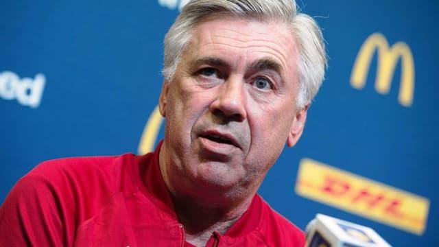 Alors qu'Arrigo Sacchi estime qu'il devrait quitter le Bayern Munich, Carlo Ancelotti (sur la photo) ne s'est pas montré de cet avis.