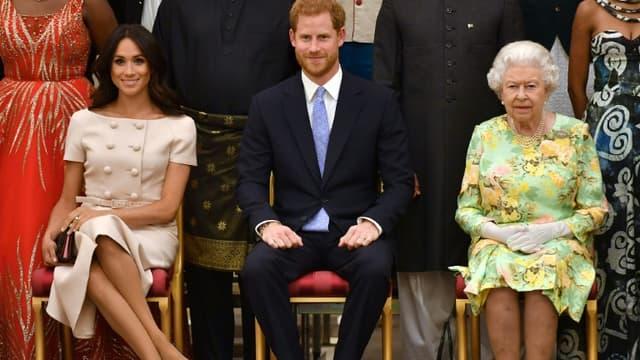 La reine Elizabeth II, le prince Harry et son épouse Meghan en juin 2018 à Buckingham, à Londres