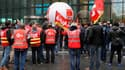Plusieurs centaines de salariés d'Engie ont manifesté mardi 13 décembre 2016 devant le siège du groupe à l'appel de la CGT.