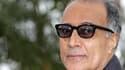 """Palme d'or en 1997 avec """"Le goût de la cerise"""", Le cinéaste iranien Abbas Kiarostami a été à nouveau invité à concourir cette année, avec un film sans début ni fin qui a suscité l'incompréhension de bon nombre de festivaliers lundi. /Photo prise le 21 mai"""