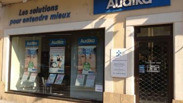 Le rachat en cours d'Audika - réseau français de vente d'audioprothèses- par un fabricant illustre, pour UFC-Que Choisir, la mise sous dépendance économique de la distribution par les industriels