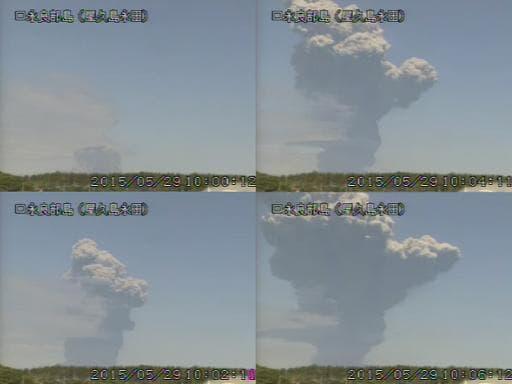 Images extraites d'une vidéo diffusée le 29 mai 2015 par l'Agence météorologique du Japon montrant des éruptions du mont Shindake, sur l'île de Kuchinoerabu, dans le sud-ouest du Japon