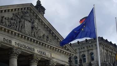 Les partis politiques sont d'accord: l'Allemagne va devoir remettre la main à la poche pour sauver la Grèce.