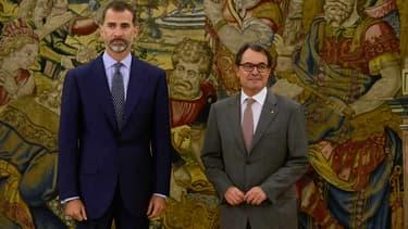 Le roi d'Espagne Felipe VI (gauche) et le président catalan Artur Mas lors de leur rencontre le 17 juillet 2015