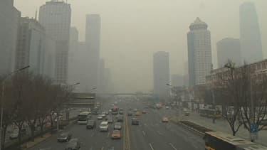 La ville de Pékin, dont les habitants ont l'habitude de ne plus voir le ciel bleu, a été placée pour trois jours en alerte orange à la pollution