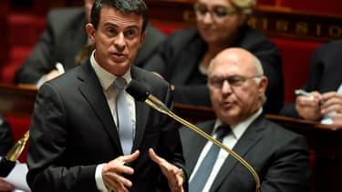 Manuel Valls s'est adressé aux députés PS pour leur signifier le report de la réforme.