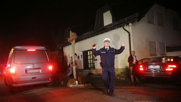 La maison des parents du copilote où il habitait a été perquisitionnée.