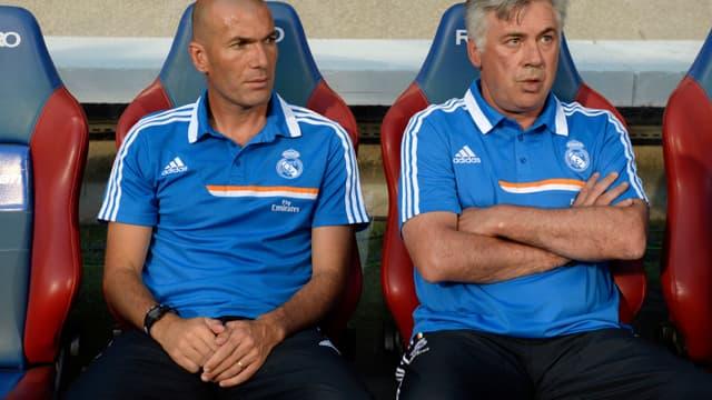 Carlo Ancelotti aux côtés de Zinédine Zidane