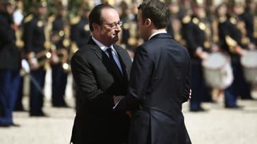 François Hollande et Emmanuel Macron lors de la passation de pouvoirs à l'Elysée, le 14 mai 2017