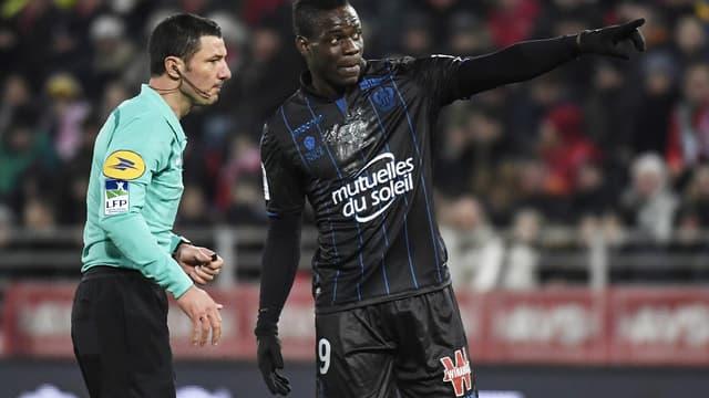 Mario Balotelli et l'arbitre de Dijon-Nice