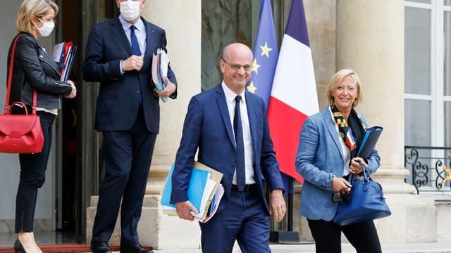 Des membres du gouvernement quittent l'Élysée, après le conseil des ministres du mercredi 26 juin 2021