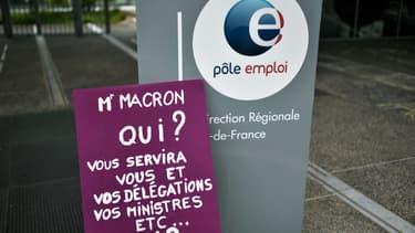 Un panneau contre la réforme de l'allocation chômage