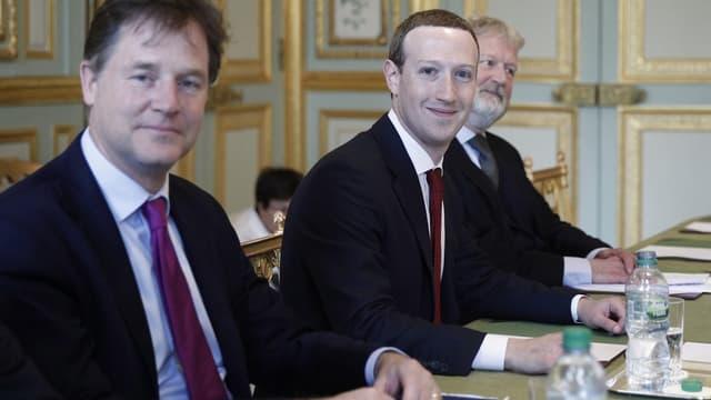 """""""Ce ne sont pas aux sociétés privées, qu'elles soient grandes ou petites, de proposer ces règles. Ce sont aux responsables politiques élus démocratiquement dans le monde démocratique de le faire"""", a déclaré Nick Clegg, responsable de la communication de Facebook."""
